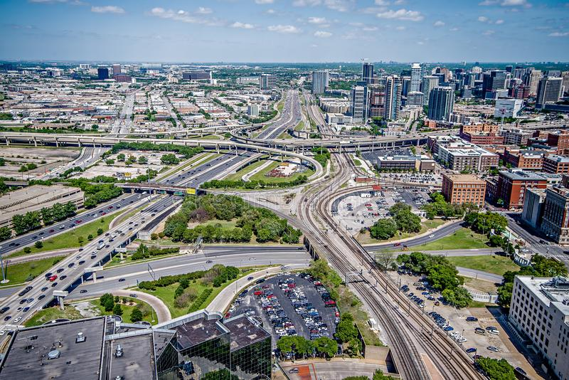 Городское время дня городского пейзажа города горизонта города dallas Техаса стоковое изображение