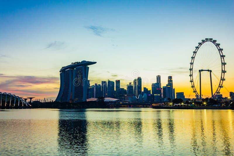 Городской взгляд горизонта небоскребов на времени захода солнца, Сингапура стоковые фото
