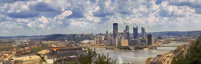 Городской взгляд Питтсбурга от западного края обозревает, Питтсбург, стоковые изображения rf