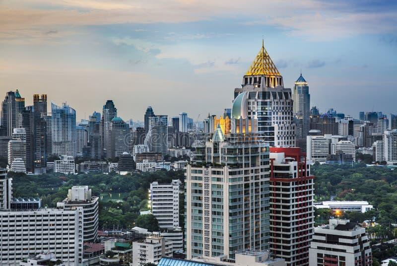Городской горизонт города, Sathorn Rd., (финансовый район Бангкока центральный), Таиланд. стоковое изображение