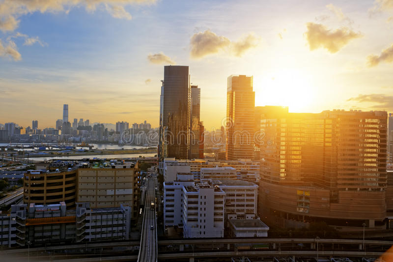 Городской городской город на заходе солнца, стоковая фотография