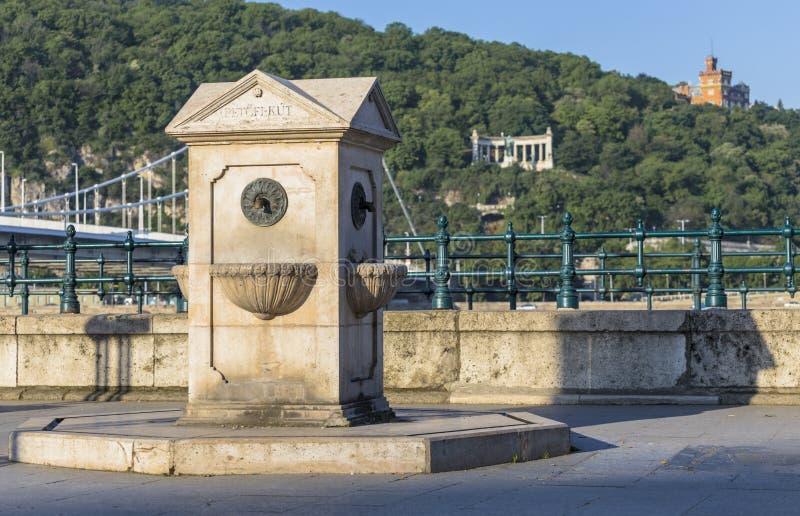 Городской каменный водяной столб стоковая фотография rf