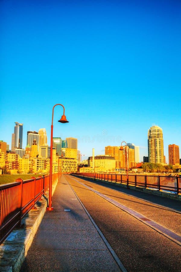 Городской Миннеаполис, Минесота в утре стоковые фото