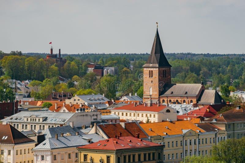 Городской пейзаж весеннего времени городка Tartu стоковая фотография