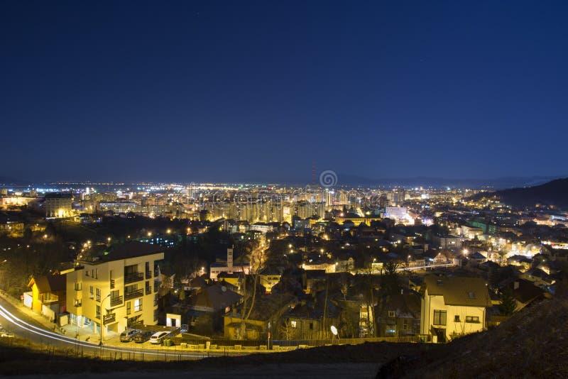 Городской пейзаж ночи, Brasov стоковое фото rf