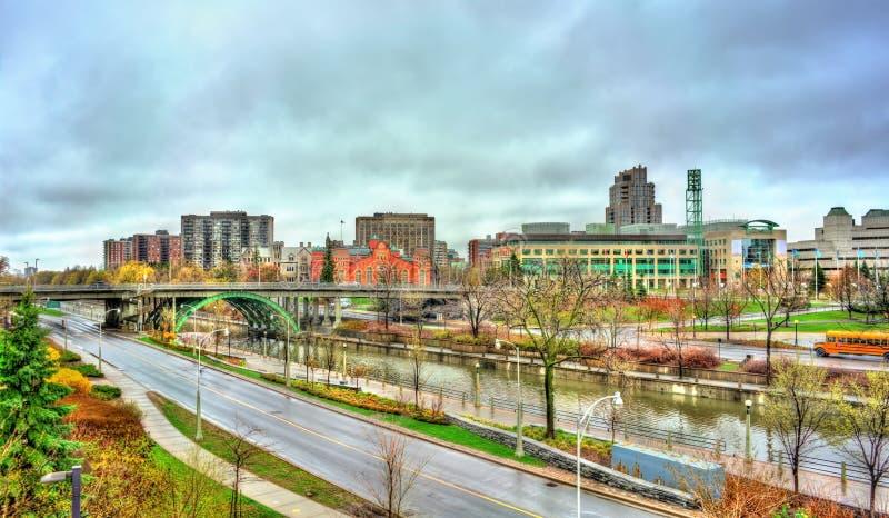 Городской пейзаж Оттавы с каналом Rideau в Канаде стоковые фотографии rf
