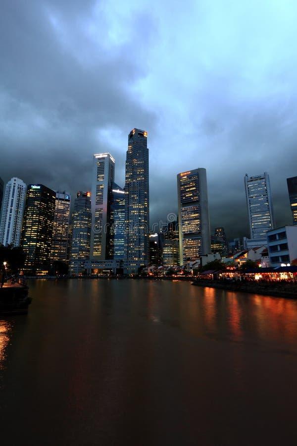 Городской пейзаж Сингапура в вечере стоковая фотография