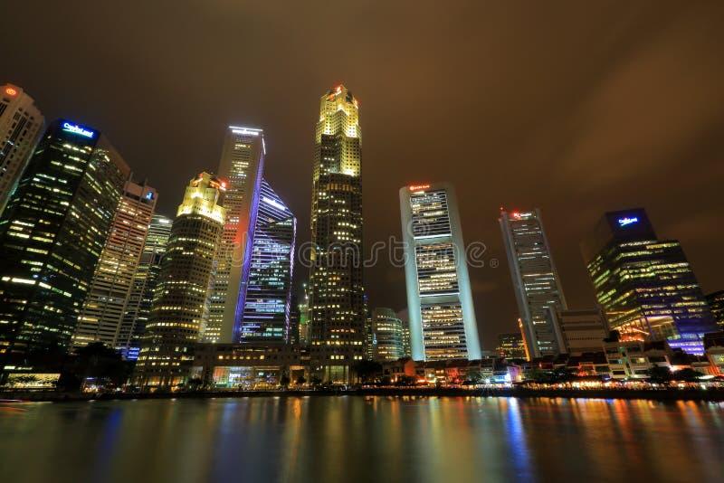 Городской пейзаж Сингапура в вечере стоковые изображения