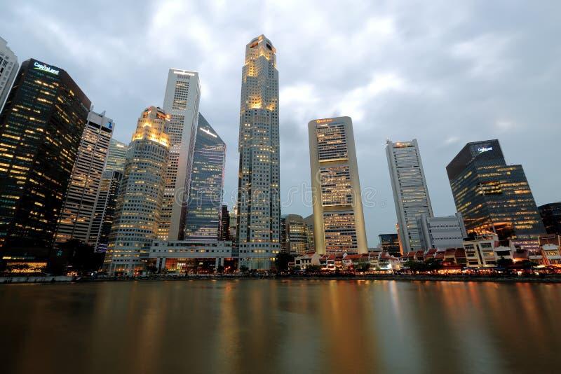Городской пейзаж Сингапура в вечере стоковые изображения rf