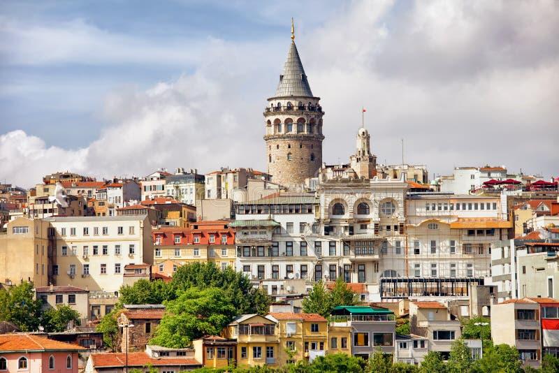 Городской пейзаж Стамбула и башня Galata стоковые фотографии rf