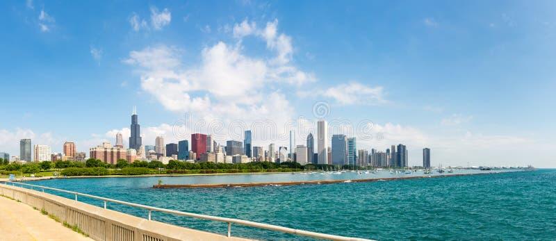 Городской пейзаж Чикаго в летнем дне стоковые фотографии rf