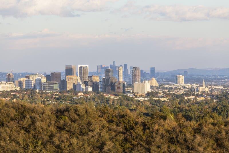 Город столетия и городское Лос-Анджелес в свете позднего вечера стоковые изображения