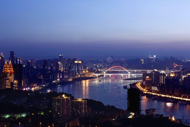 Город Чунцина на ноче стоковое изображение