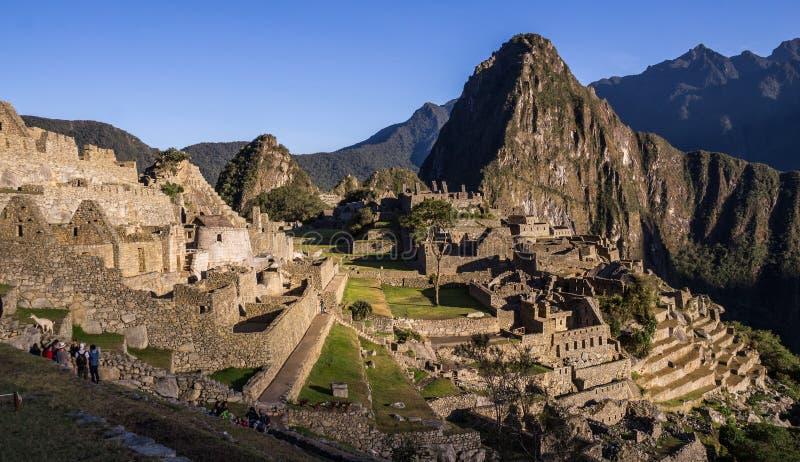 Город Inca Machu Picchu, Перу на восходе солнца стоковые фотографии rf