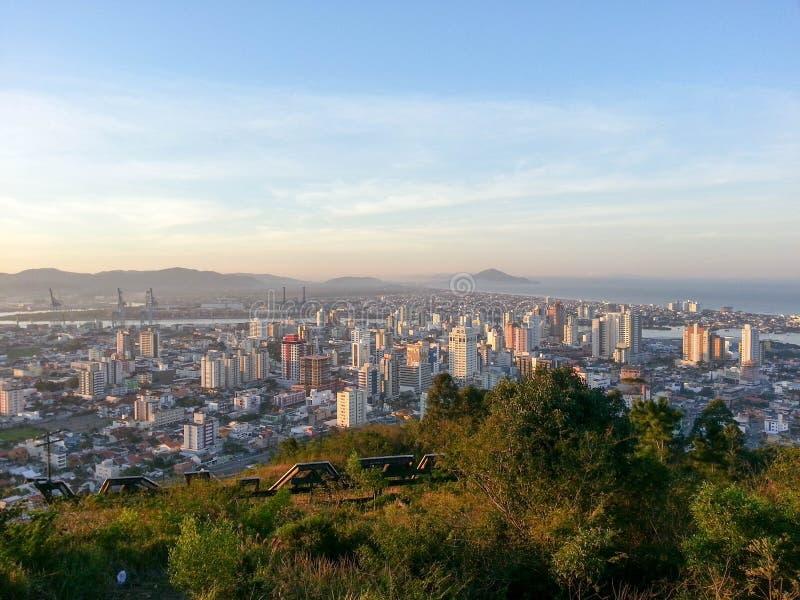 Город Itajaà сверху стоковые изображения