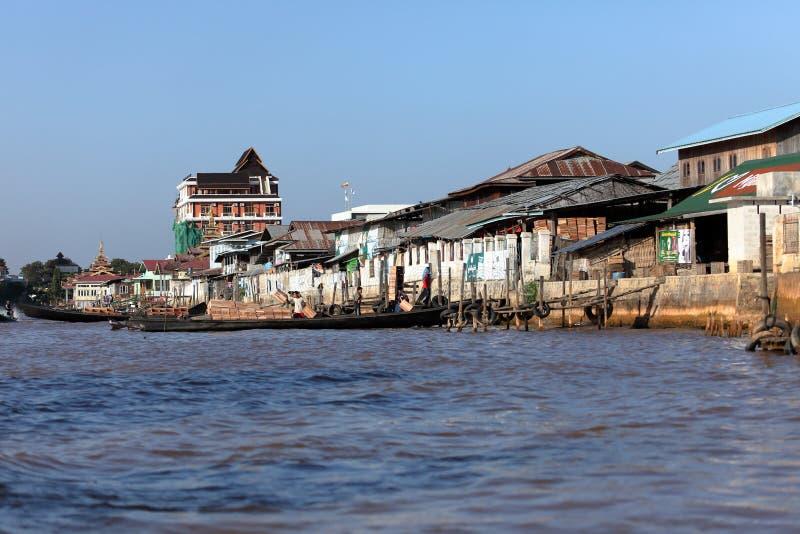 Город Nyaung Shwe на озере Inle в Мьянме стоковое фото rf