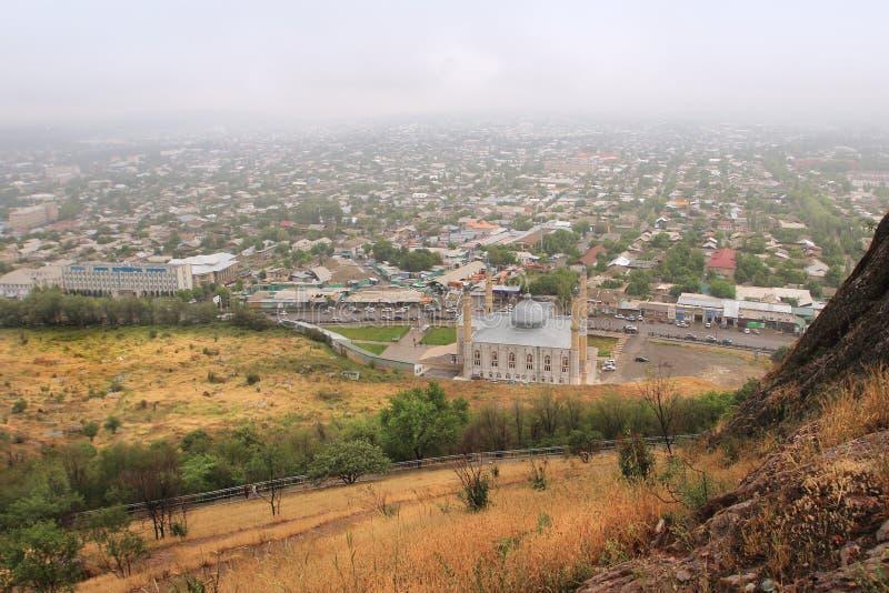 Город Osh и Sulayman мечеть слишком, Кыргызстан стоковые фотографии rf