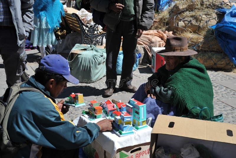 Город Potosi Местные жителя на улицах города стоковые изображения rf