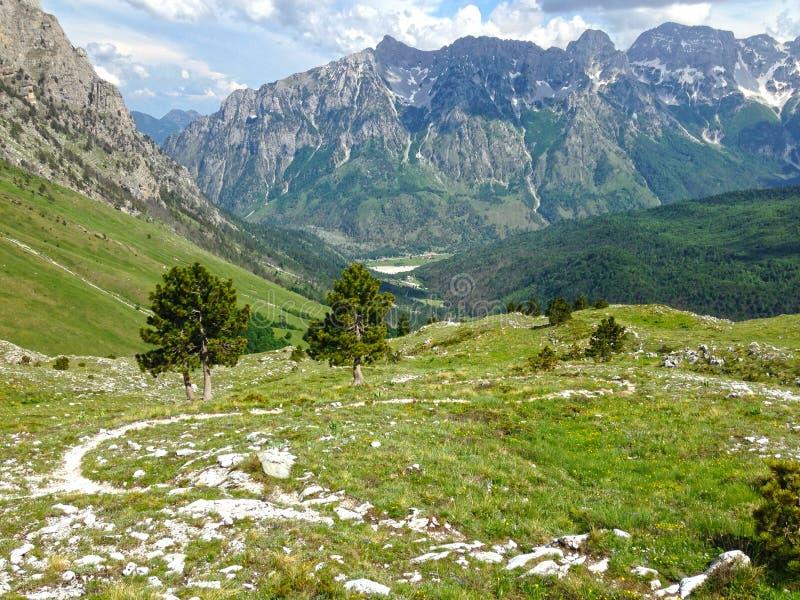 Горы албанских Альп стоковые изображения