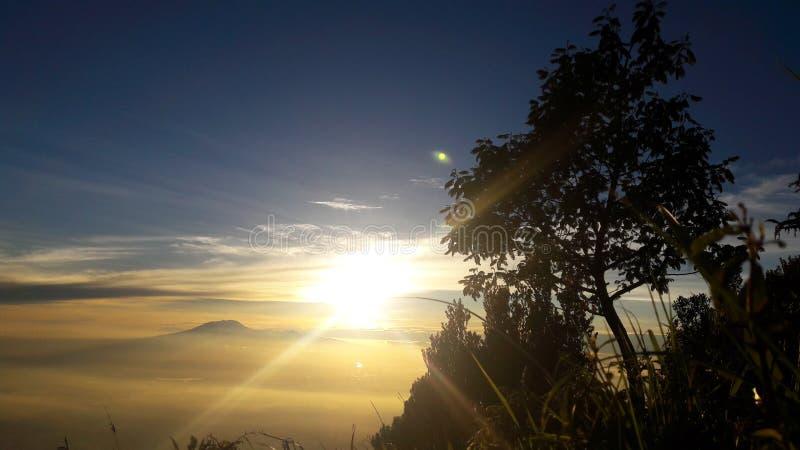 Горы восхода солнца окна в крыше стоковое изображение rf