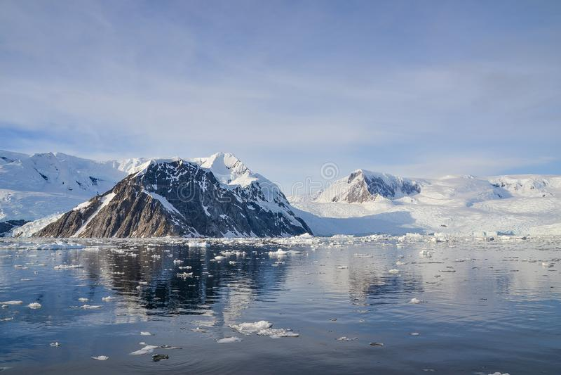 Горы в Антарктике стоковая фотография rf