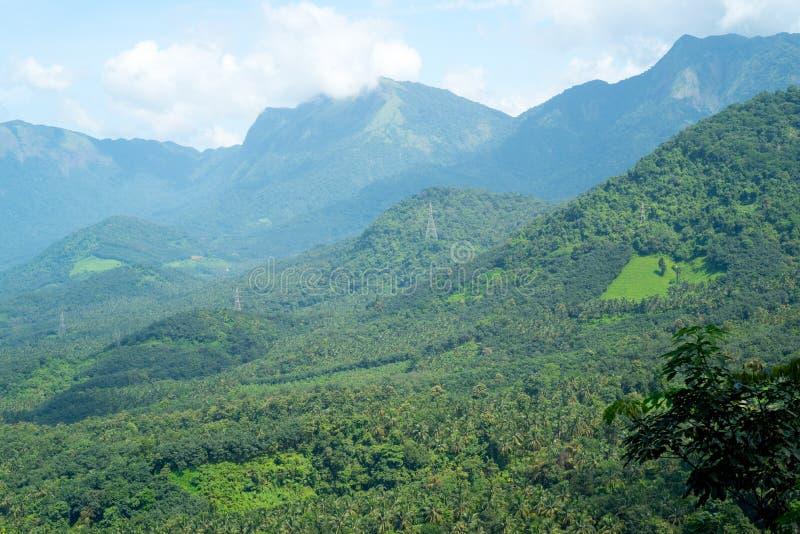 Горы в взгляде утра стоковые фотографии rf