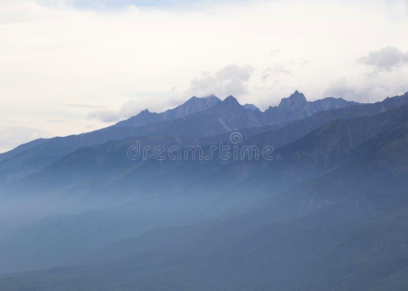 Горы в восточном Сибире стоковые изображения rf