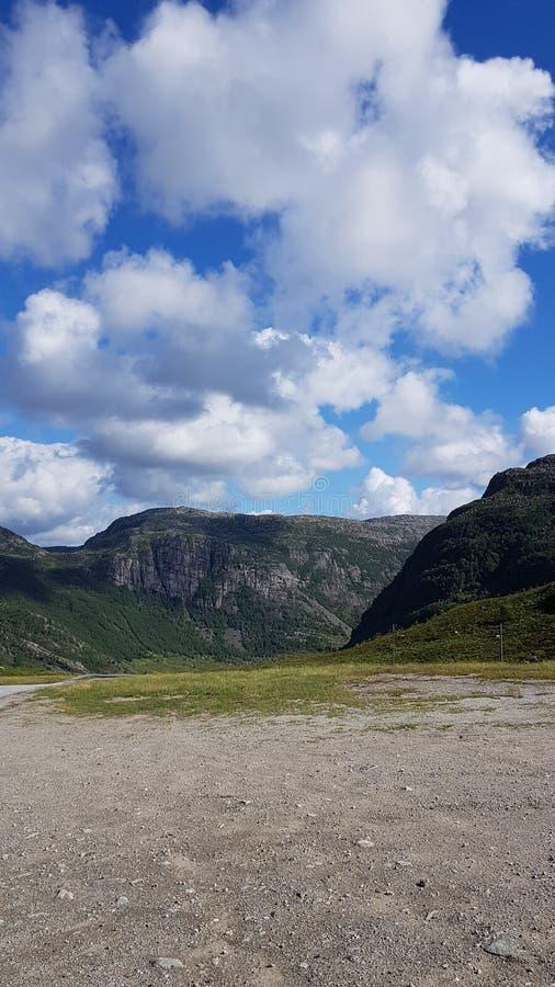 Горы в графстве Норвегии Rogaland стоковые фото