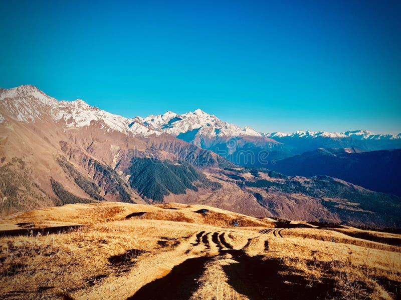 Горы в Грузии стоковые изображения rf