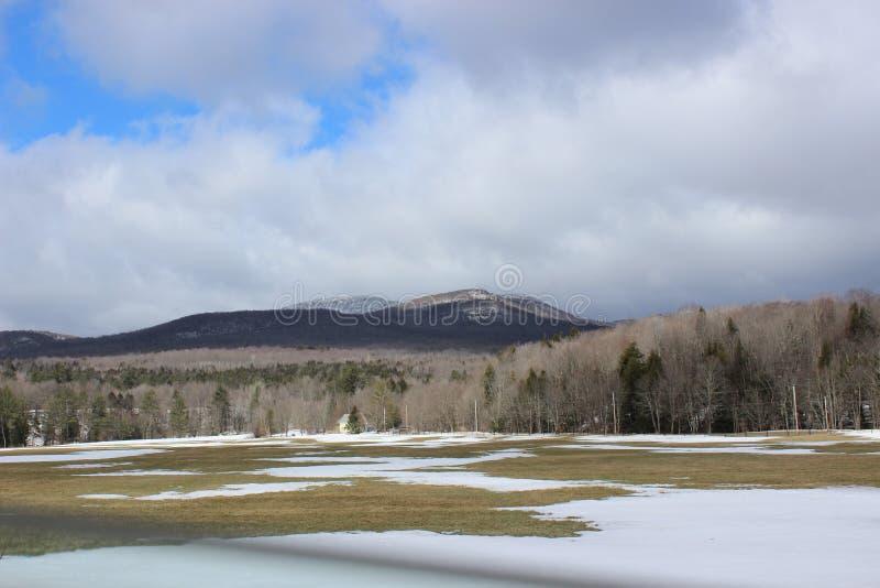 Горы в зиме стоковые изображения rf