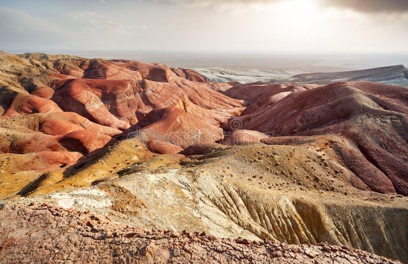 Горы в пустыне стоковая фотография