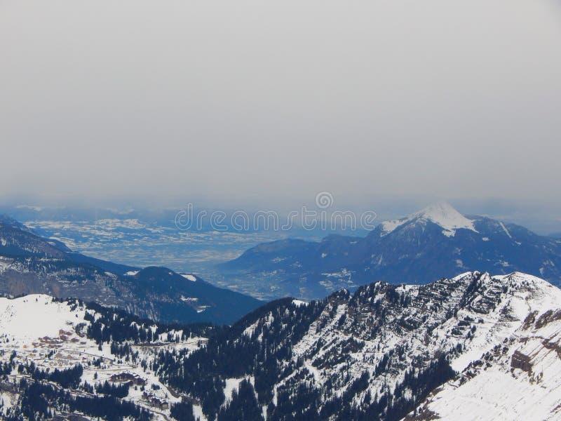 Горы в французском альп стоковое фото rf