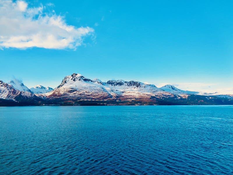 Горы в Prince William Sound стоковое изображение