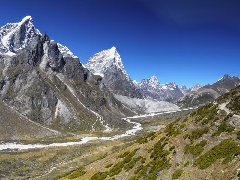 Горы Гималаев - Gokyo, Cho Oyu стоковая фотография rf