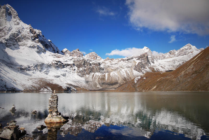 Горы Гималаев - Gokyo, Cho Oyu стоковое изображение
