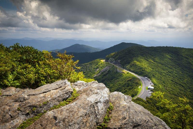 Горы голубых садов Parkway Ridge Craggy сценарные стоковые фото