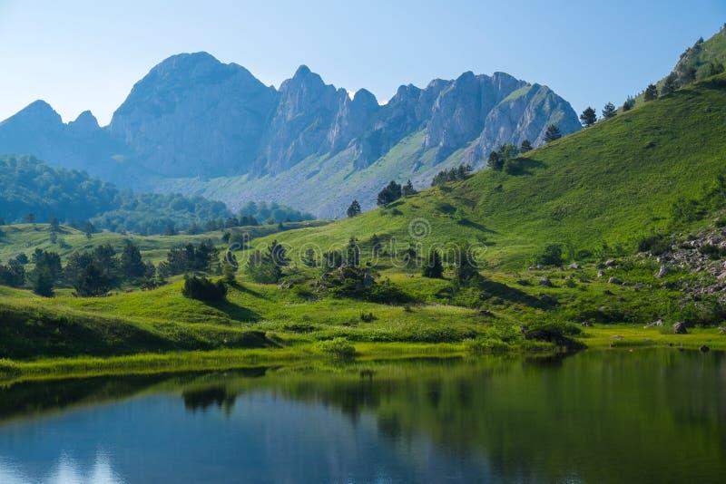 горы горы озера lac de Франции creno Корсики корсиканские стоковая фотография