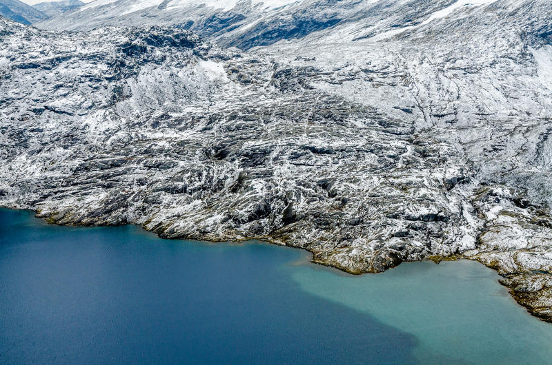 Download горы горы озера Lac De Франции Creno Корсики корсиканские Стоковое Изображение - изображение насчитывающей рассвет, сиротливо: 81808211
