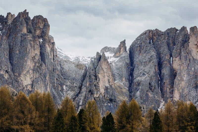 Горы доломитов в севере Италии Ландшафт, горная вершина стоковое фото rf