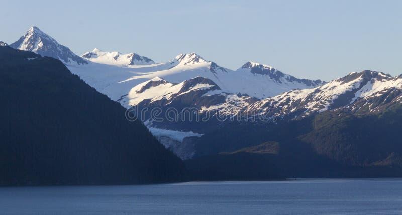 Горы захода солнца в Аляске стоковые фотографии rf