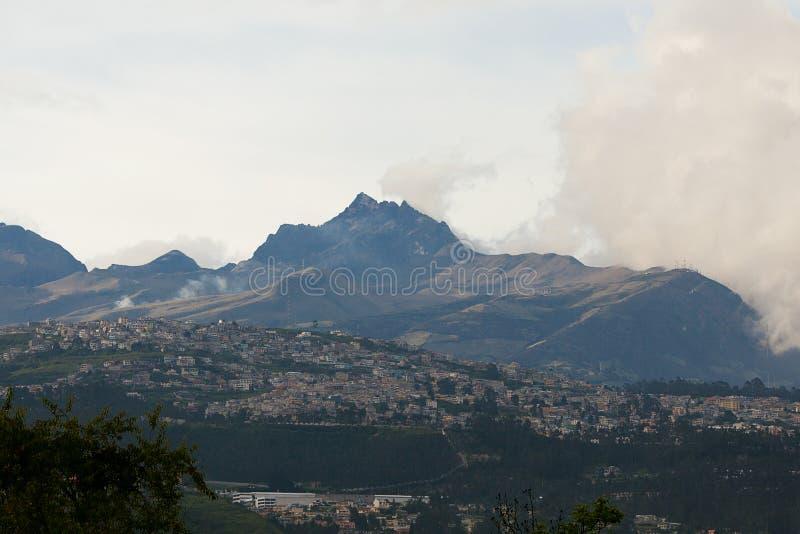 Горы и долина стоковая фотография rf
