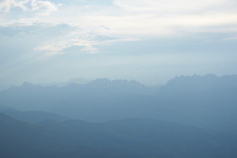 Горы и пики снега Франции стоковое изображение