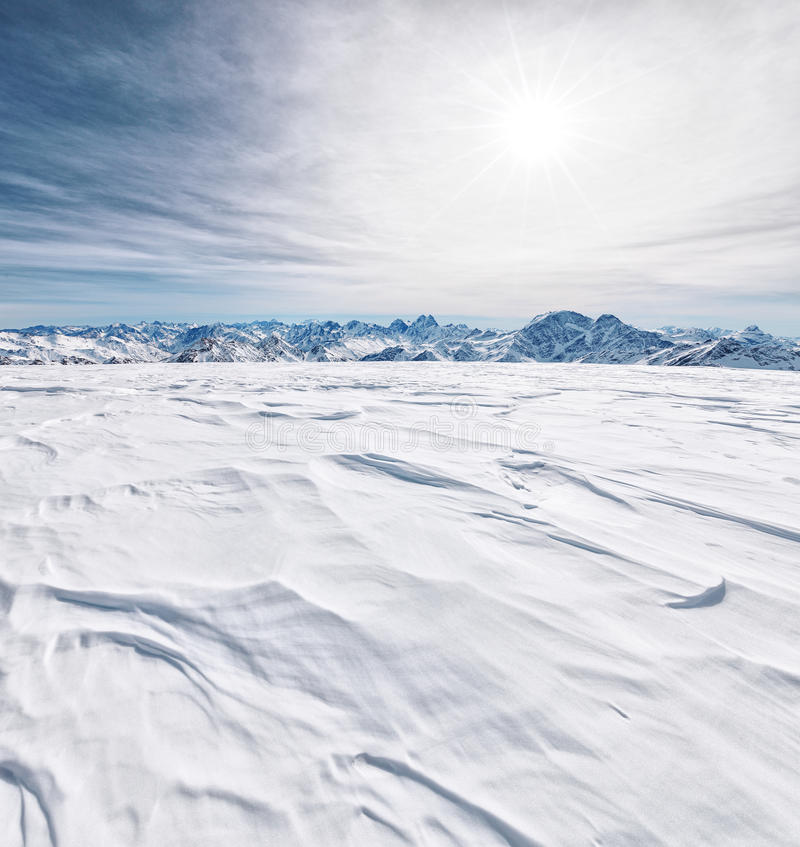 Горы Кавказа в зимнем времени стоковое изображение rf