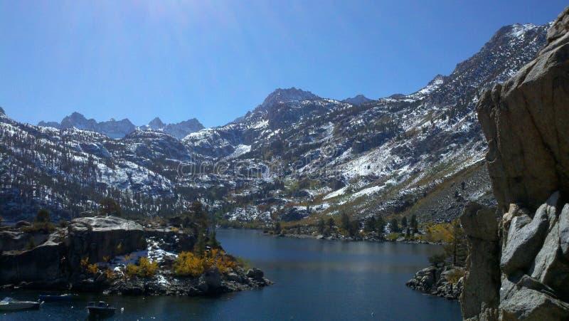 Горы Калифорния Sabrina восточные Сьерры озера стоковое изображение rf