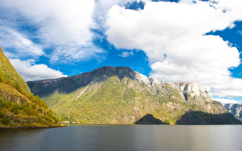 горы ландшафта fiords норвежские стоковая фотография rf