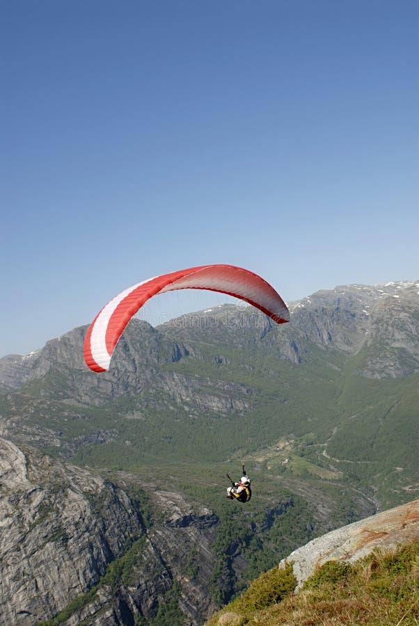 горы над paragliding стоковые изображения rf