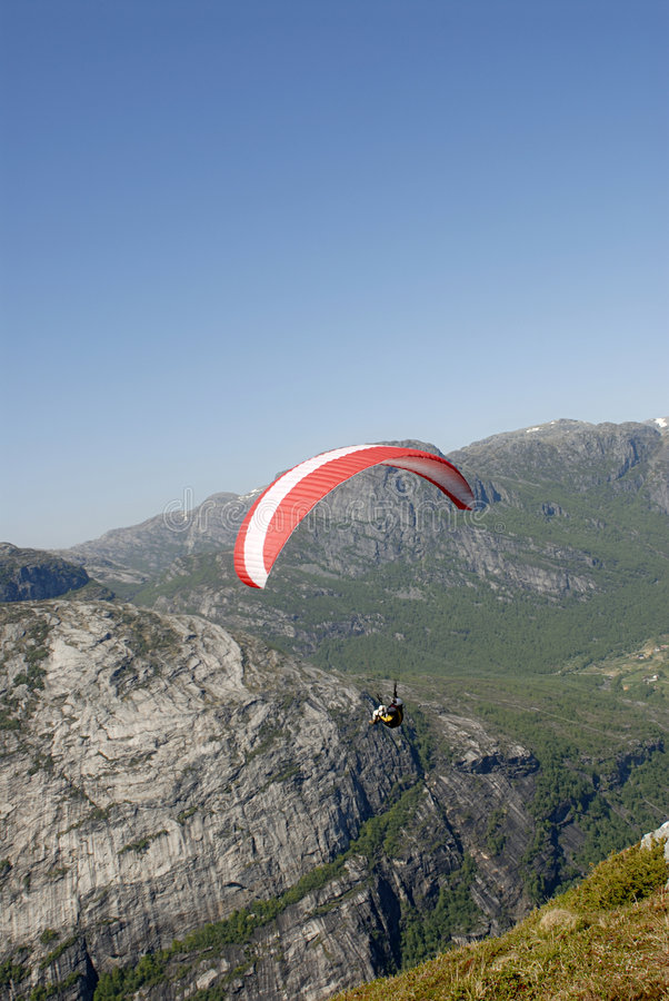 горы над paragliding стоковая фотография rf