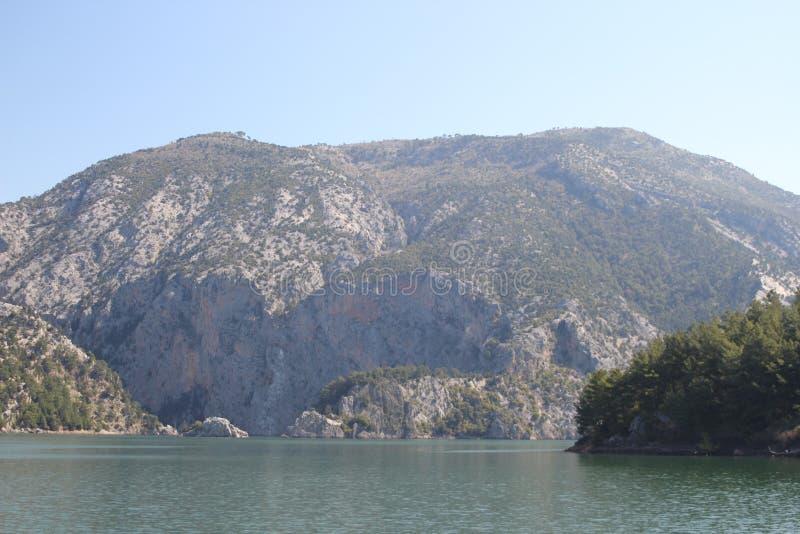 Горы на зеленом каньоне в Турции стоковое фото rf