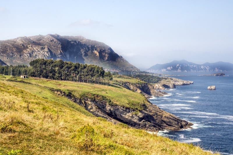 Горы около моря стоковое изображение rf