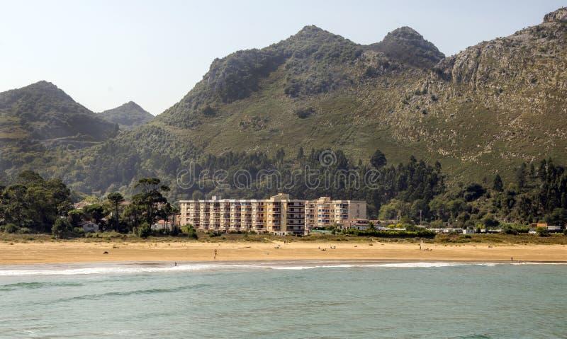 Горы около моря стоковые изображения rf